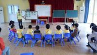 幼儿大班教育随笔:与铁桶做游戏