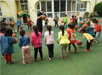 """幼儿中班教育随笔:对幼儿的""""多表扬、少批评"""""""