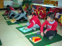 幼儿园托班游戏说课稿:有趣的小手