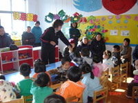 幼儿园大班社会活动《爱》说课稿