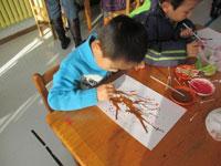 小班美术活动《圣诞树》案例分析