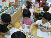 幼儿园教育笔记:让孩子爱上收雪花积木